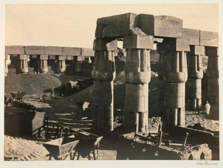 Francis Frith, Portion of the great temple (the government corn stores), Luxor, 1857, photographie, bibliothèque de l'INHA, Fol Est 787 (1), f. 45. Cliché INHA