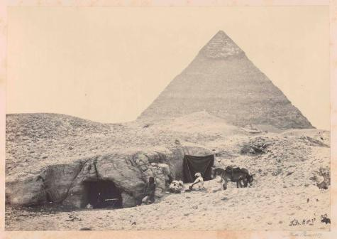 Francis Frith, Rock-tombs and Belzoni's pyramid, Gizeh, 1857, photographie, bibliothèque de l'INHA, Fol Est 787 (1), f. 23. Cliché INHA