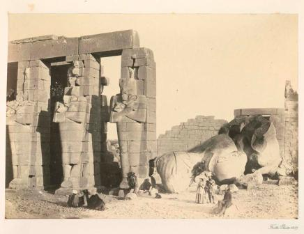 Francis Frith, Osiride pillars and great fallen colossus, the Memnonium, Thebes, 1857, photographie, bibliothèque de l'INHA, Fol Est 787 (1), f. 36. Cliché INHA